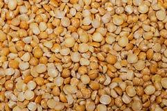 Het natuurlijke organische oranje en gele voedsel van het erwtenclose-up royalty-vrije stock foto