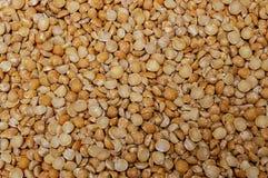 Het natuurlijke organische oranje en gele voedsel van het erwtenclose-up royalty-vrije stock afbeeldingen