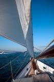Het navigeren van de boot Stock Afbeelding