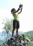 Het nemen selfie bovenop rots in Slowaaks Paradijs stock foto