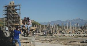 Het nemen van beelden in Oude stad Perge, openlucht antiek historisch museum