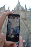 Het nemen van een Foto van La Sagrada Familia Stock Foto