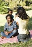 Het nemen van familiefoto's. Stock Afbeeldingen