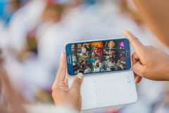 Het nemen van foto's met mobiele telefoon stock afbeelding