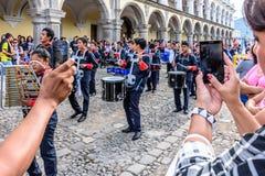 Het nemen van foto's van de parade van de Onafhankelijkheidsdag, Antigua, Guatemala Royalty-vrije Stock Fotografie