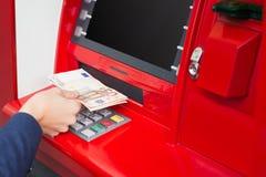 Het nemen van geld uit ATM royalty-vrije stock fotografie