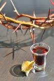 Het nemen van Heilige Communie Stock Foto's