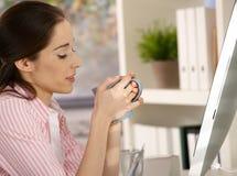 Het nemen van koffiepauze Stock Fotografie