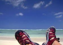 Het nemen van rust op het strand Stock Foto's