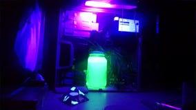 Het neonlicht en Amazonië kleuren het kunnen zien Stock Afbeeldingen