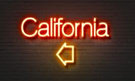 Het neonteken van Californië op bakstenen muurachtergrond Royalty-vrije Stock Afbeelding