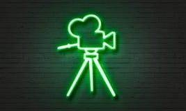 Het neonteken van de filmcamera op bakstenen muurachtergrond Stock Fotografie