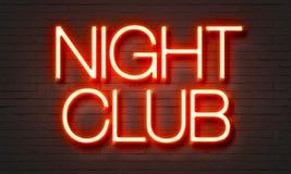 Het neonteken van de nachtclub op bakstenen muurachtergrond Stock Afbeelding