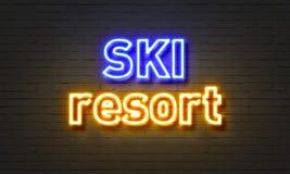 Het neonteken van de skitoevlucht op bakstenen muurachtergrond Royalty-vrije Stock Afbeelding