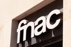 Het neonteken van Fnac in Sevilla Royalty-vrije Stock Afbeeldingen