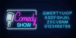 Het neonteken van komedie toont met retro microfoonsymbool met alfabet Het gloeiende uithangbord van de humeur monolog tribune om vector illustratie