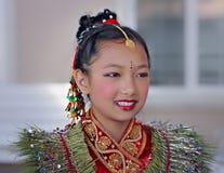 Het Nepalese Meisje kleedde zich in Traditionele Vieringskledij Royalty-vrije Stock Fotografie