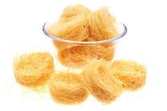 Het nest van de macaroni in vaas royalty-vrije stock afbeeldingen