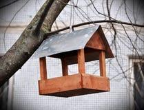 Het nestelen doos voor de vogels stock afbeeldingen