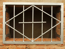 Het net van het metaal in het venster Royalty-vrije Stock Afbeeldingen