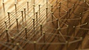 Het netwerk, voorzien van een netwerk, verbindt, draad Aaneenschakelingsentiteiten Netwerk van gouden draden op rustiek hout royalty-vrije stock afbeelding