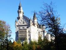 Het Neuschwansteinkasteel is prachtig en majestueus royalty-vrije stock afbeelding