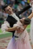 Het niet geïdentificeerde Danspaar voert jeugd-1 Standaard Europees Programma over Nationaal Kampioenschap uit Stock Afbeelding