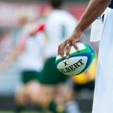 Het niet geïdentificeerde rugby concurreert speler met de bal Royalty-vrije Stock Fotografie