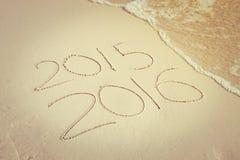 Het nieuwe die jaar voor 2016 in zand, Nieuwjaar 2016 wordt geschreven komt concep Stock Afbeelding