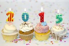 het nieuwe jaar van 2015 cupcakes op abstracte kleurrijke achtergrond Stock Fotografie