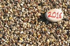 het nieuwe jaar van 2016 op het strand Stock Afbeeldingen