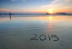 het nieuwe jaar van 2015 op strandzand Stock Afbeeldingen