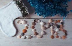 Het nieuwe jaar 2018, zeeschelpen op houten achtergrond, Stock Foto's