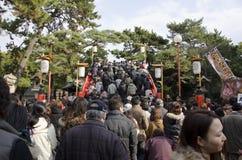 Het nieuwe jarendag Japanse gaan naar het Heiligdom stock fotografie