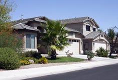 Het nieuwe Moderne Huis van de Woestijn stock afbeelding