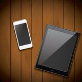Het nieuwe realistische mobiele telefoonsmartphone en malplaatje van het tabletmodel op houten achtergrond Stock Foto
