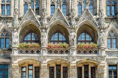 Het Nieuwe Stadhuis is een stadhuis bij het noordelijke deel van Marienplatz in München, Beieren stock foto's