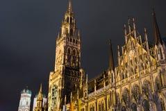 Het nieuwe stadhuis in Marienplatz in München Stock Fotografie