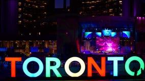 Het nieuwe teken die van Toronto de PanAm-spelen vieren stock footage
