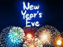 Het nieuwe van het de verjaardagsvuurwerk van de jarenvooravond blauw van de de vieringspartij Royalty-vrije Stock Foto