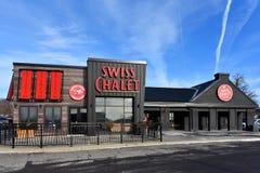 Het nieuwe Zwitserse Chalet van de chaletstijl in Kanata, Canada stock fotografie