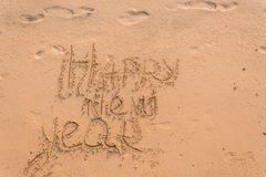 Het nieuwjaar 2019 is een concept - de inschrijving 2019 op een zandig strand royalty-vrije stock fotografie