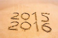 Het nieuwjaar 2016 is komend concept - inschrijving 2015 en 2016 op a Royalty-vrije Stock Foto