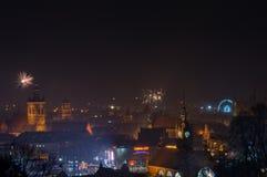 Het nieuwjaar ` s Eve Fireworks lanceerde in oude stad van Gdansk Stock Fotografie