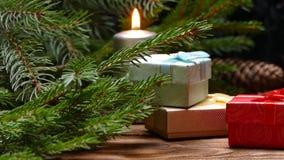 Het nieuwjaar stelt onder de boom voor stock footage