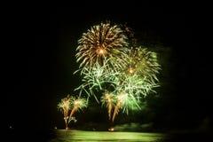 Het nieuwjaarvuurwerk toont stock fotografie