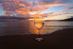 Het nippen op wijn op de Kihei-oever Royalty-vrije Stock Foto's