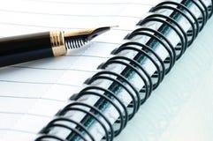 Het nog-leven met een notitieboekje. stock foto's