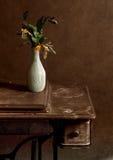 Het nog-leven met gele bloemen royalty-vrije stock afbeeldingen