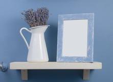 Het nog-leven met lavendel en frame royalty-vrije stock afbeeldingen
